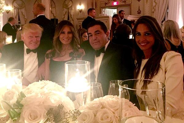 Donald e Melania Trump com Paolo Zampolli e Amanda Ungaro, em 31 de dezembro de 2016